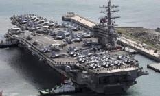 Um avião militar americano com 11 pessoas a bordo seguia para o porta-aviões USS Ronald Reagan Foto: Jo Jung-ho / AP