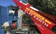 Mike Hughes e o foguete que construiu com sucata Foto: Waldo Stakes / AP