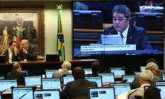 """Deputado Federal Efraim Filho (DEM-PB) apresenta relatório favorável à aprovação da PEC que prevê o fim do chamado """"foro privilegiado"""". Foto: Ailton de Freitas / Agência O Globo"""
