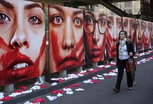 Paineis em protesto contra violência contra a mulher foram expostos em grandes cidades como São Paulo e Rio Foto: Marcos Alves/10-06-2016 / Agência O Globo