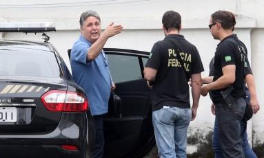 O ex-governador Anthony Garotinho, após ser preso pela Polícia Federal Foto: Guilherme Pinto / Agência O Globo / 22-11-17
