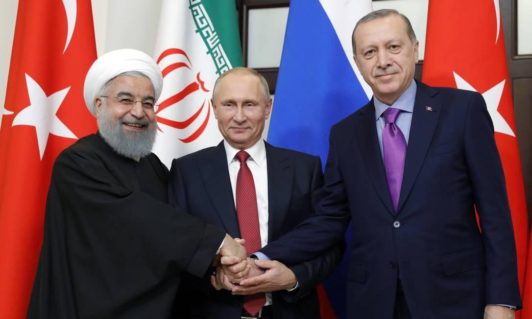Rouhani, Putin e Erdogan se reúnem em Sochi: acordo de 2017 muda os rumos da guerra síria e afasta os EUA Foto: MIKHAIL METZEL / AFP