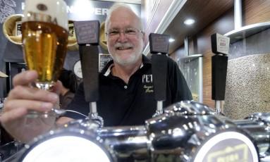 """""""Nunca houve guerras por causa de cerveja"""", diz o mestre cervejeiro Rüdiger Görtz Foto: Roberto Moreyra / Agência O Globo"""