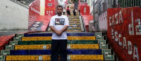 William Rodrigues dos Santos, irmão de Fernando Rodrigues, está em busca de suposotos sobrinhos, que seriam filhos da moradora de rua, morta em Copacabana, com um estrageiro Foto: Vera Araújo / Agência O Globo