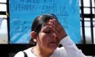 Desespero. Elena Alfaro, irmã da tripulante Cristian Ibanez: acidente acendeu o debate sobre orçamento militar Foto: MARCOS BRINDICCI / REUTERS