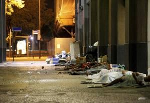 Dois moradores de rua teriam desaparecido na Avenida Almirante Barroso após passagem de veículo suspeito Foto: Domingos Peixoto / Agência O Globo