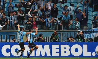 Cícero comemora o gol da vitória do Grêmio sobre o Lanús Foto: NELSON ALMEIDA / AFP