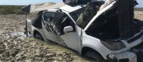 O carro onde a dupla viajava ficou atolado em um mangue Foto: Polícia da Austrália Ocidental