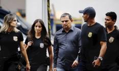 Polícia Federal cumpre mandados de prisão em nova fase da Operação Lava Jato no Rio. Na foto, o ex-chefe da Casa Civil Régis Fichtner foi preso e conduzido à sede da PF Foto: Pablo Jacob / Agência O Globo