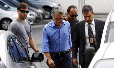 O engenheiro Maciste Granha de Mello Filho chega à PF após ser preso na Operação C'est fini Foto: Pablo Jacob / Agência O Globo