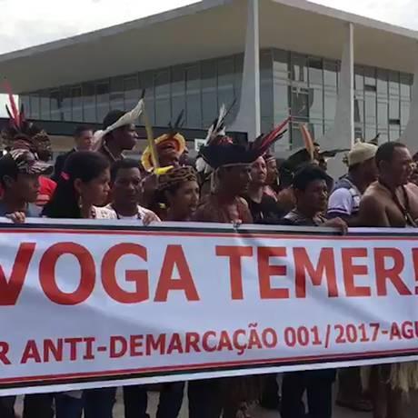 Índios protestam em frente ao Palácio do Planalto Foto: Reprodução