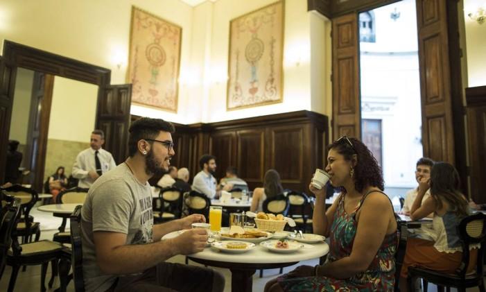 Chá da tarde na Confeitaria Colombo do CCBB Foto: Guito Moreto / Agência O Globo