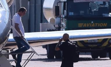 Joesley Batista desembarca no hangar da Polícia Federal,no Aeroporto de Brasília Foto: Jorge William/Agência O Globo/11-09-2017