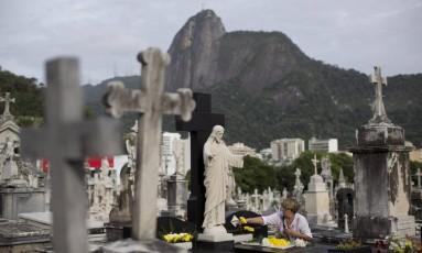 Concessionárias não poderão mais cobrar taxa de manutenção anual para jazigos perpétuos em nos 13 cemitérios municipais do Rio Foto: Márcia Foletto / Agência O Globo