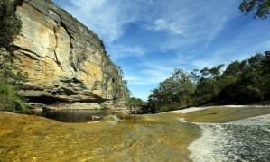 Lago das Miragens: para refrescante no passeio rumo à Cachoeira dos Macacos, no Parque Estadual de Ibitipoca Foto: Leonardo Guimarães/Divulgação