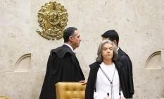 Ministra Carmen Lúcia na mesa. E no Plenário, os Ministros Luis Roberto Barroso e Alexandre de Moraes Foto: Ailton de Freitas / Agência O Globo