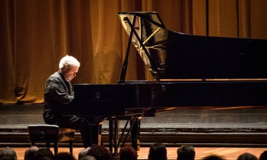 Um dos maiores pianistas do mundo, Nelson Freire encerra série O Globo/Dell'Arte Foto: Renato Mangolin / Divulgação