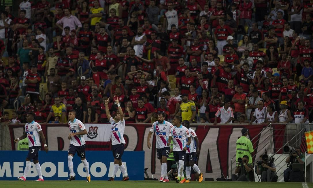 Teo Gutierrez comemora o gol que abriu o placar Guito Moreto / Guito Moreto