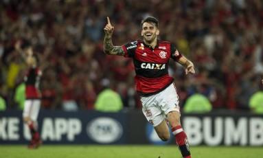 Vizeu comemora o golaço que garantiu a virada do Flamengo sobre o Junior Barranquilla Foto: Guito Moreto / Agência O Globo