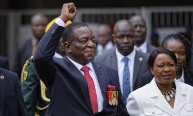 Emmerson Mnangagwa e sua mulher, Auxillia, comparecem a cerimônia de posse presidencial em Harare Foto: Ben Curtis / AP
