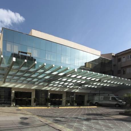 Vice-cônsul recebe os cuidados no Hospital Samaritano, no Rio Foto: Reprodução/Facebook