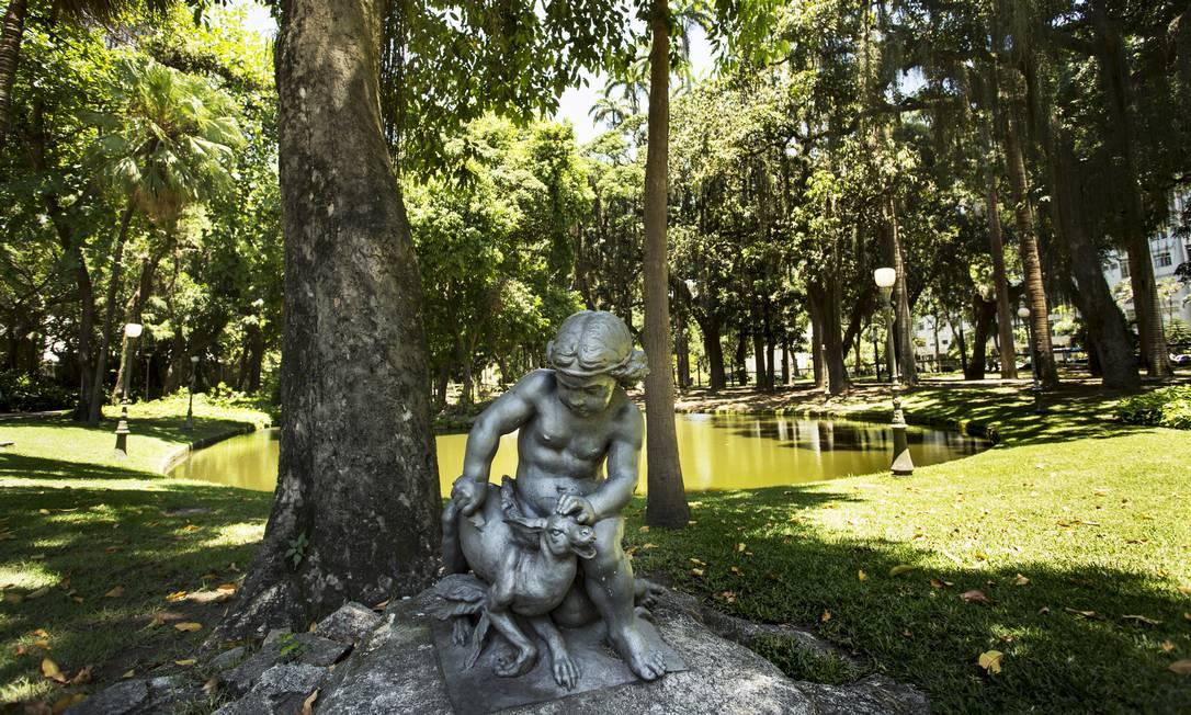 Em cada recanto do jardim, o visitante é surpreendido com um delicada obra de arte Foto: Ana Branco / Agência O Globo
