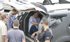 Garotinho deixa a delegacia, onde prestou depoimento sobre suposta agressão, e é encaminhando para o IML Foto: Domingos Peixoto / Domingos Peixoto