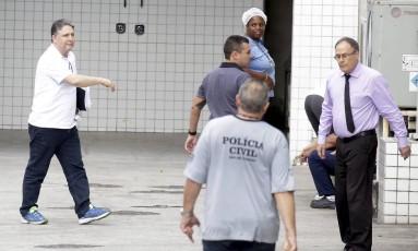 Garotinho chega ao Instituto Médico Legal para fazer exame de corpo de delito Foto: Marcelo Theobald / Agência O Globo