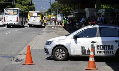 A Avenida Presidente Vargas sentiu falta dos policiais da Operação Centro Presente, principalmente na altura do Rio Imagem e da Central do Brasil Foto: Pablo Jacob / O Globo