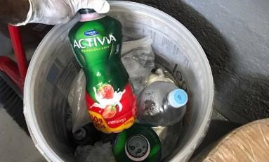 O MPRJ encontrou iogurtes e refrigerantes em baldes com gelo Foto: MPRJ / Divulgação