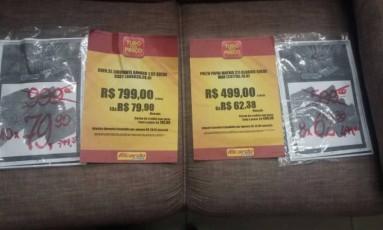 Sófa na promoção tinha preço mais alto do que cartaz da semana anterior Foto: Divulgação