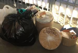 É possível ver em algumas embalagens o nome de Sérgio Cabral marcado na tampa Foto: MPRJ / Divulgação