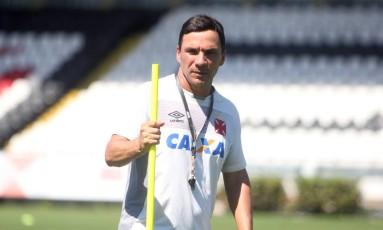 O técnico Zé Ricardo no treino do Vasco nesta sexta-feira Foto: Paulo Fernandes