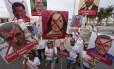 Cerca de 50 pessoas fizeram uma manifestação em frente ao posto 5 em Copacabana contra o aumento do IPTU