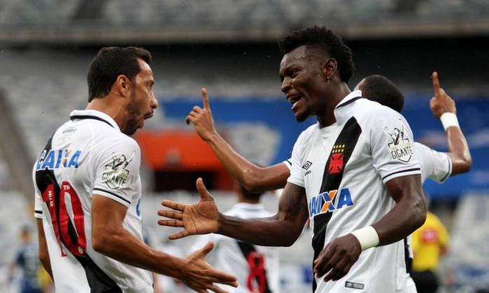 Zagueiro sente contusão em treino e pode desfalcar Cruzeiro contra o Vasco