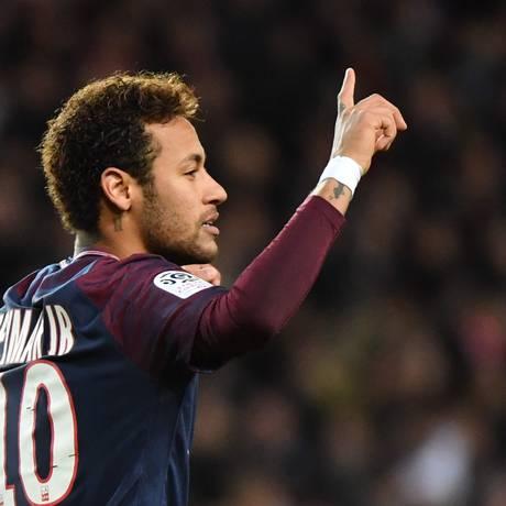 Neymar comemora um de seus gols pelo PSG Foto: YANN COATSALIOU / AFP