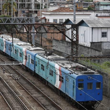 Linha férra da Central do Brasil Foto: Domingos Peixoto / Agência O Globo