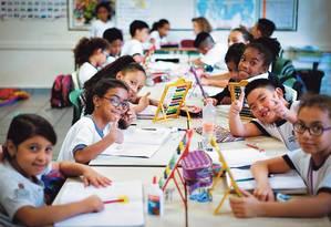 Alunos de diferentes nacionalidades dividem tarefas na escola Infante Dom Henrique, em São Paulo Foto: Marcos Alves