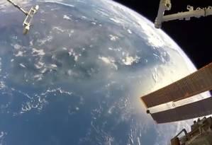 A Terra, vista pelo comandante da Estação Espacial Internacional, Randy Bresnik Foto: REPRODUÇÃO