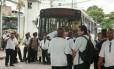 Motoristas de ônibus, com apoio do Sindicato dos Motoristas de Ônibus do Rio de Janeiro, impediram a saída de coletivos de quatro empresas na manhã desta quarta-feira