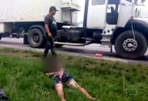 Adolescente é apreendido após tentar roubar caminhão na Av. Brasil Foto: Reprodução/TV Globo