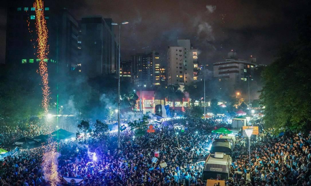 Torcedores do Grêmio lotam ruas em Porto Alegre Foto: JEFFERSON BERNARDES / AFP