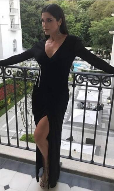 Flavia Alessandra, também uma das apresentadoras da noite, foi de Versace Reprodução Instagram