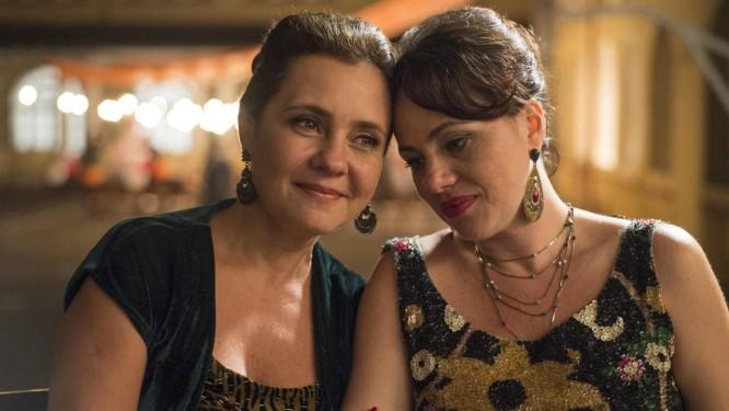 Adriana Esteves e Karine Telles em cena de 'Benzinho', do diretor Gustavo Pizzi Foto: Divulgasção