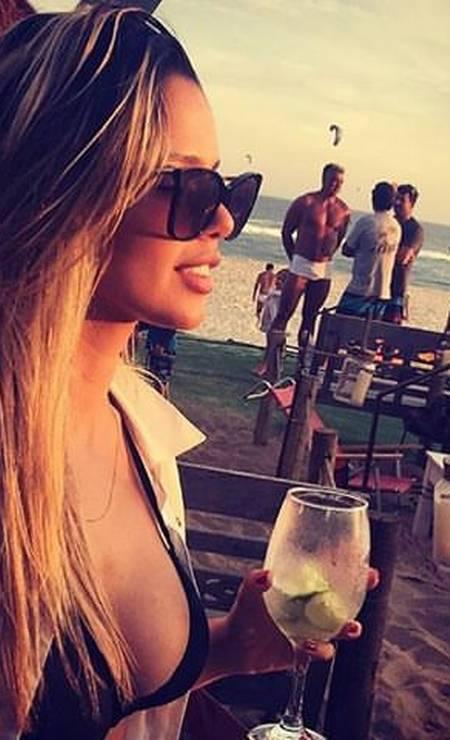 O beach lounge Yndú, na praia do Pepê, se despede do sol com música eletrônica ao sabor de drinques (R$ 25 a R$ 40), cava (R$ 119,90 + 50% na segunda garrafa), comidinhas indianas, petiscos e ceviches (R$ 20 a R$ 40). Av. do Pepê 7, Barra (98153-6223). Foto: Divulgação