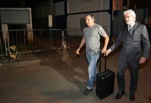 Ex-secretário de Cabral, Régis Fichtmer deixa prisão em Benfica Foto: Marcio Alves / Agência O Globo