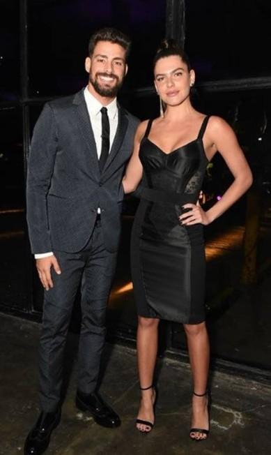 O ator Cauã Reymond foi com a namorada, Mariana Goldfarb Reprodução Instagram
