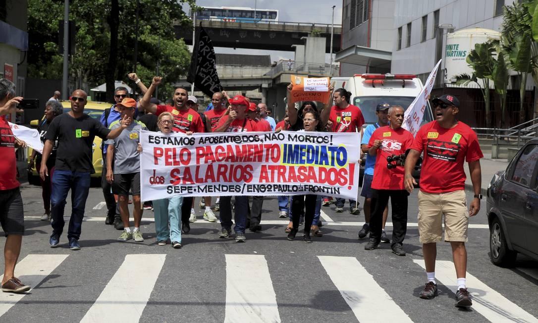 Manifestantes fazem caminhada do Into até cadeia em Benfica, onde estão os presos da Lava-Jato Foto: Uanderson Fernandes / Agência O Globo