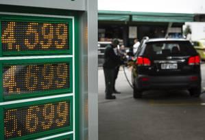 Cotação do diesel nos postos brasileiros registrou alta de 1%, para R$ 3,337 por litro Foto: Fernando Lemos / Agência O Globo