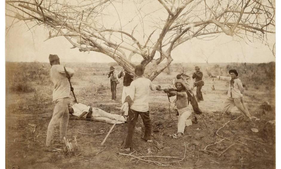 """""""Guerra de Canudos Prisao de jagunços pela cavalaria"""", de Flavio de Barros (1897) Foto: Acervo Instituto Moreira Salles/Museu da Republica"""